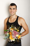 Jonge mens met boeket van bloemen Royalty-vrije Stock Foto's
