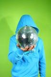 Jonge mens met een discoball Royalty-vrije Stock Foto's