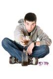 Jonge mens met een glas whisky Stock Afbeelding