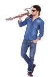 Jonge mens met gitaar op schouder Stock Afbeelding