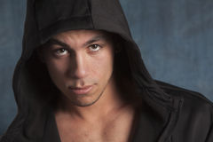 Jonge mens met hoodie Royalty-vrije Stock Foto's