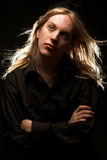 Jonge mens met lang blond haar Royalty-vrije Stock Afbeeldingen