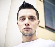 Jonge mens met oorring Stock Foto