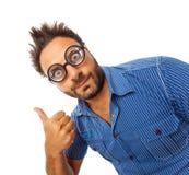 Jonge mens met uitdrukking van O.K. en dikke glazen royalty-vrije stock foto