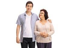 Jonge mens met zijn grootmoeder Royalty-vrije Stock Afbeelding