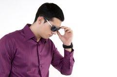 Jonge mens met zonnebril Royalty-vrije Stock Foto's
