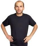 Jonge mens met zwarte T-shirt Royalty-vrije Stock Fotografie