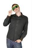 Jonge mens in moderne clubzonnebril Royalty-vrije Stock Foto