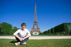 Jonge mens op Champs DE Mars Royalty-vrije Stock Afbeelding