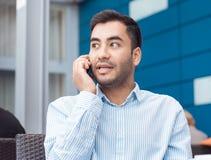 Jonge mens op telefoon royalty-vrije stock foto's