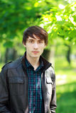 Jonge mens in openlucht Royalty-vrije Stock Fotografie
