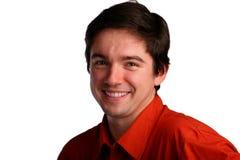 Jonge mens in rode overhemdsglimlachen Royalty-vrije Stock Afbeeldingen