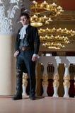 Jonge mens in uitstekend kostuum Royalty-vrije Stock Foto's
