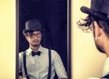 Jonge mens van het verleden, met snobistisch en vlinderdas Royalty-vrije Stock Afbeeldingen