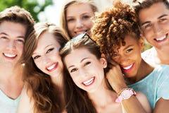 Jonge mensen het glimlachen Royalty-vrije Stock Fotografie