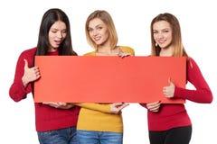 Jonge mensen met banner Stock Foto's