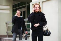 Jonge mensen op de telefoon Stock Foto