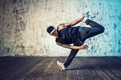 Jonge mensenonderbreking het dansen Stock Foto's