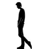 Jonge mensensilhouet het droevige lopen stock foto's