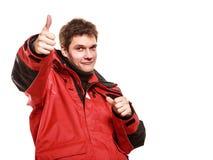 Jonge mensenzeeman in rood windjasje sailing royalty-vrije stock afbeelding