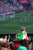 Jonge Mexicaanse Ventilator die op Olympische Def. let Stock Afbeelding