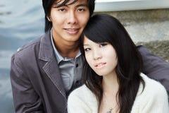 Jonge minnaars op romantische datum Stock Afbeelding