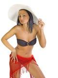 Jonge model dragende bikini en hoed Royalty-vrije Stock Fotografie