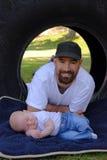 Jonge Moderne Vader en Pasgeboren Zoon Stock Foto