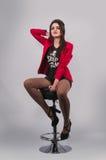 Jonge modieuze vrouw Stock Foto's