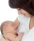 Jonge moeder die haar pasgeboren baby houdt Royalty-vrije Stock Foto's