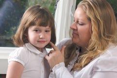 Jonge Moeder en Dochter Royalty-vrije Stock Afbeeldingen