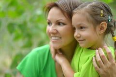 Jonge moeder en haar dochter Stock Foto