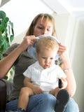 Jonge moeder en jongen stock afbeeldingen