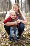 Jonge moeder en zoon Stock Fotografie