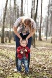 Jonge moeder en zoon Stock Foto