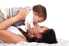 Jonge moeder met baby Royalty-vrije Stock Afbeelding