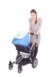 Jonge moeder met kinderwagen (wandelwagen) Stock Afbeeldingen
