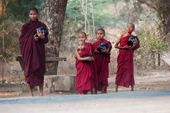 Jonge monniken in Bagan Myanmar Royalty-vrije Stock Afbeelding