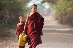 Jonge monniken in Bagan Myanmar Royalty-vrije Stock Fotografie