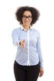 Jonge mooie Afrikaanse Amerikaanse bedrijfsvrouw klaar aan handsha Stock Foto's