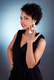 Jonge mooie Afrikaanse Amerikaanse vrouwenvrouw Stock Fotografie