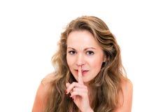 Jonge mooie blonde vrouw, teken van stilte stock afbeelding