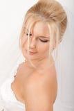 Jonge mooie bruid met sluier op haar huwelijk stock afbeeldingen