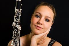 Jonge mooie clarinetist royalty-vrije stock afbeeldingen