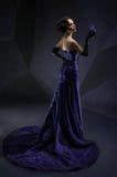 Jonge mooie donkerbruine vrouw stock fotografie
