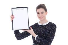 Jonge mooie donkerbruine vrouw in het zwarte klembord van de kledingsholding Royalty-vrije Stock Foto