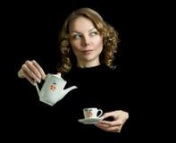 Jonge mooie gelukkige vrouw met theepot Stock Foto