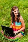 Jonge mooie laptop van de vrouw Royalty-vrije Stock Afbeelding