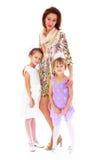Jonge mooie moeder met twee charmante dochters stock foto's