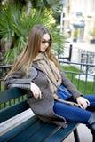 Jonge mooie vrouw in de ochtend in het stellen van Monaco Stock Foto's